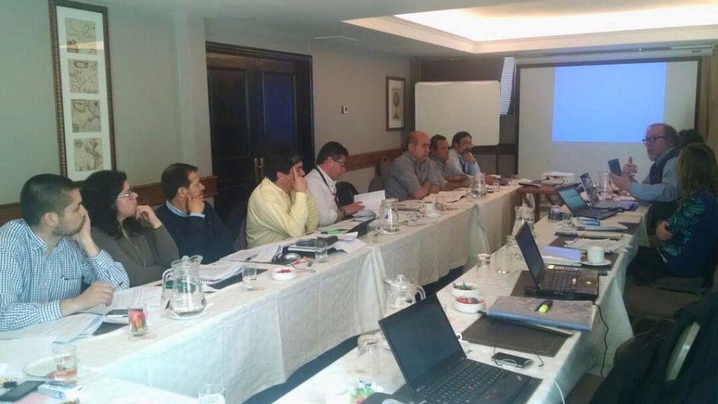 En reunión con la empresa revisando la Propuesta de Contrato Colectivo