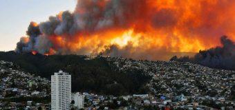 Grave incendio afecta a Valparaíso