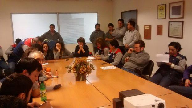 Director Oscar Astete visitó tienda de Chillán