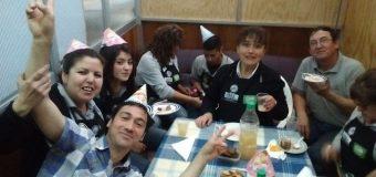 Tienda de San Antonio celebró cumpleaños de su compañera Paola Torres