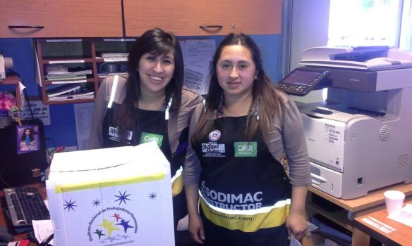 Socios de Punta Arenas recibieron felices sus cajas de navidad