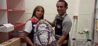 Tienda Nueva La Florida entregó mochilas 2016