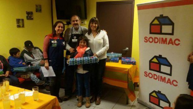 Niños de Villarrica reciben sus computadores
