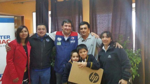 Socios de Chillán reciben los computadores de para sus hijos