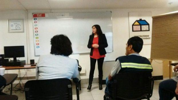 Directora Claudia Ordenes y delegado Domingo Salazar informaron de la Negociación Colectiva en Estación Central