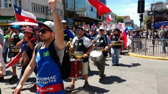 TRABAJADORES DEL SINDICATO HOMECENTER SODIMAC REALIZARON UNA MARCHA POR LAS CALLES DE CONCEPCIÓN
